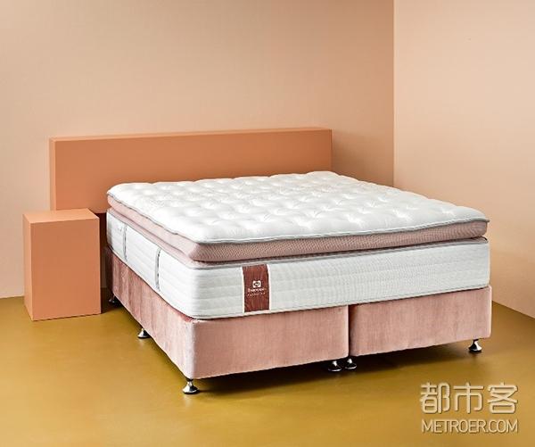 丝涟特别设计限量版粉色天鹅绒床垫,将所有销售额赠与新西兰乳腺癌基金会