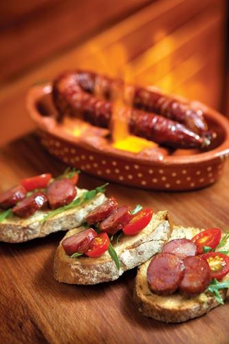 白兰地烧葡国肉肠是最具代表性的澳葡菜之一,必试推介!