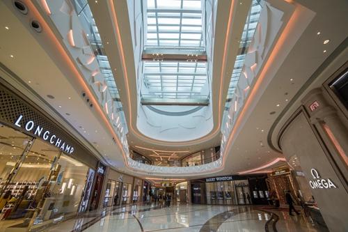「时尚汇」购物中心是澳门高端的购物热点,搜罗最新一季限量潮流单品 及众多全澳独家名品,迎合时尚达人的喜好及需求。
